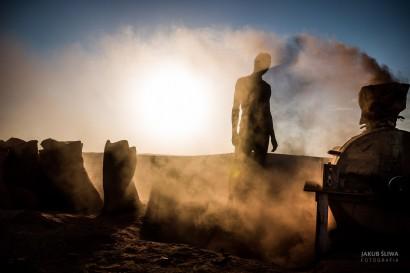Złotodajny biedaszyb w rejonie IV katarakty Nilu w Sudanie.